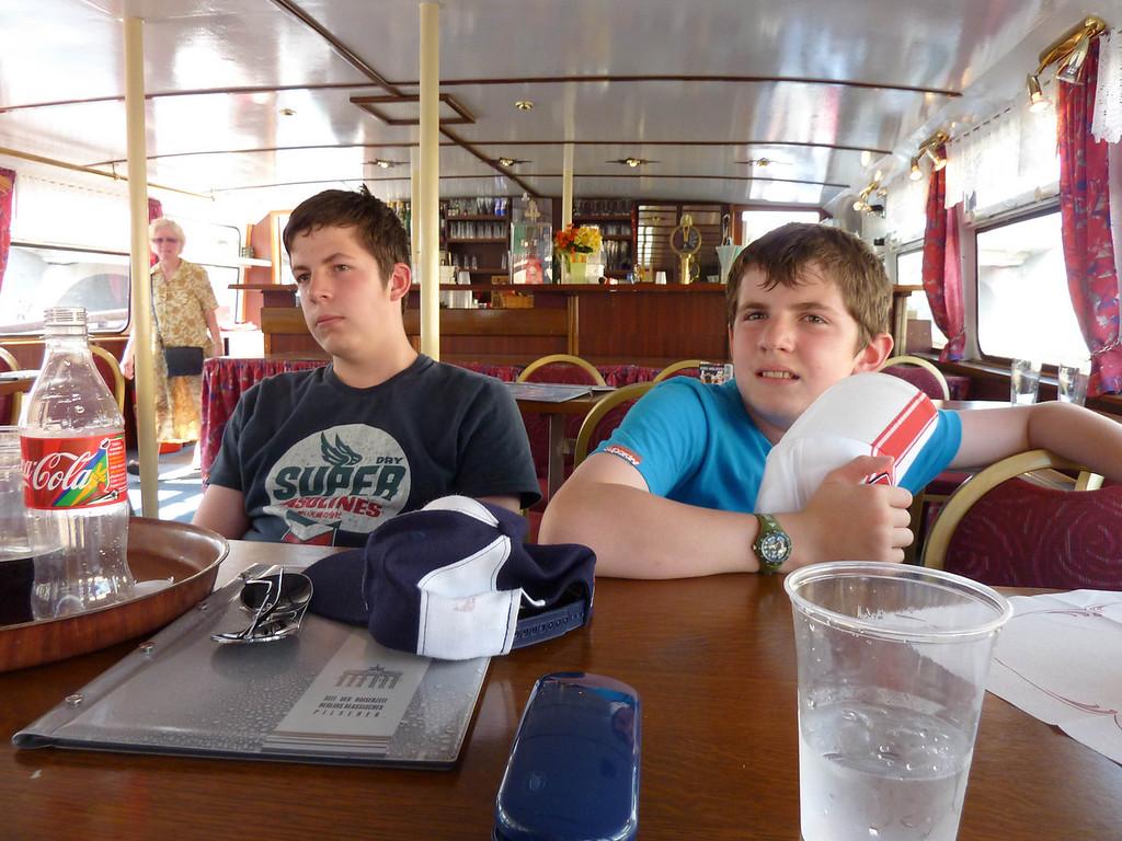 Jamie & Ian in thye cabin