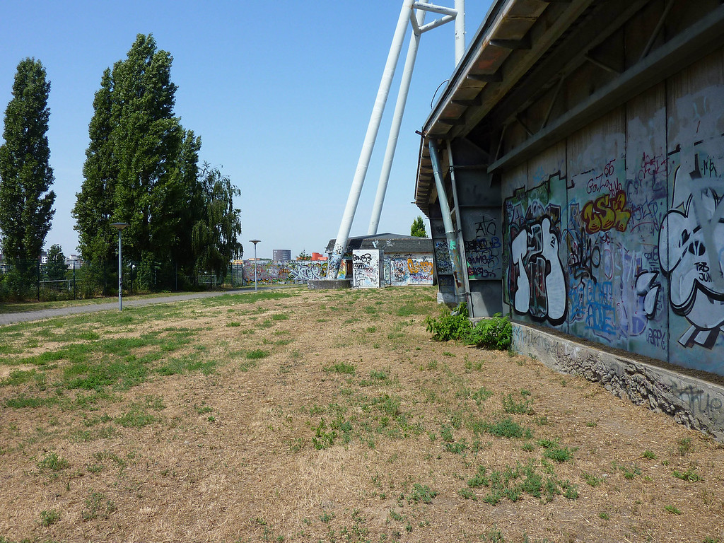 The inner berlin Wall in the park