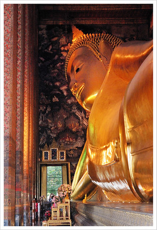 This was a very large golden reclining Buddha. If you look carefully you can see 4 people in the bottom left part of the picture.