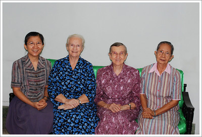 I friend, Sariwan, and 3 sister workers, Hazel, Merle and Anong.