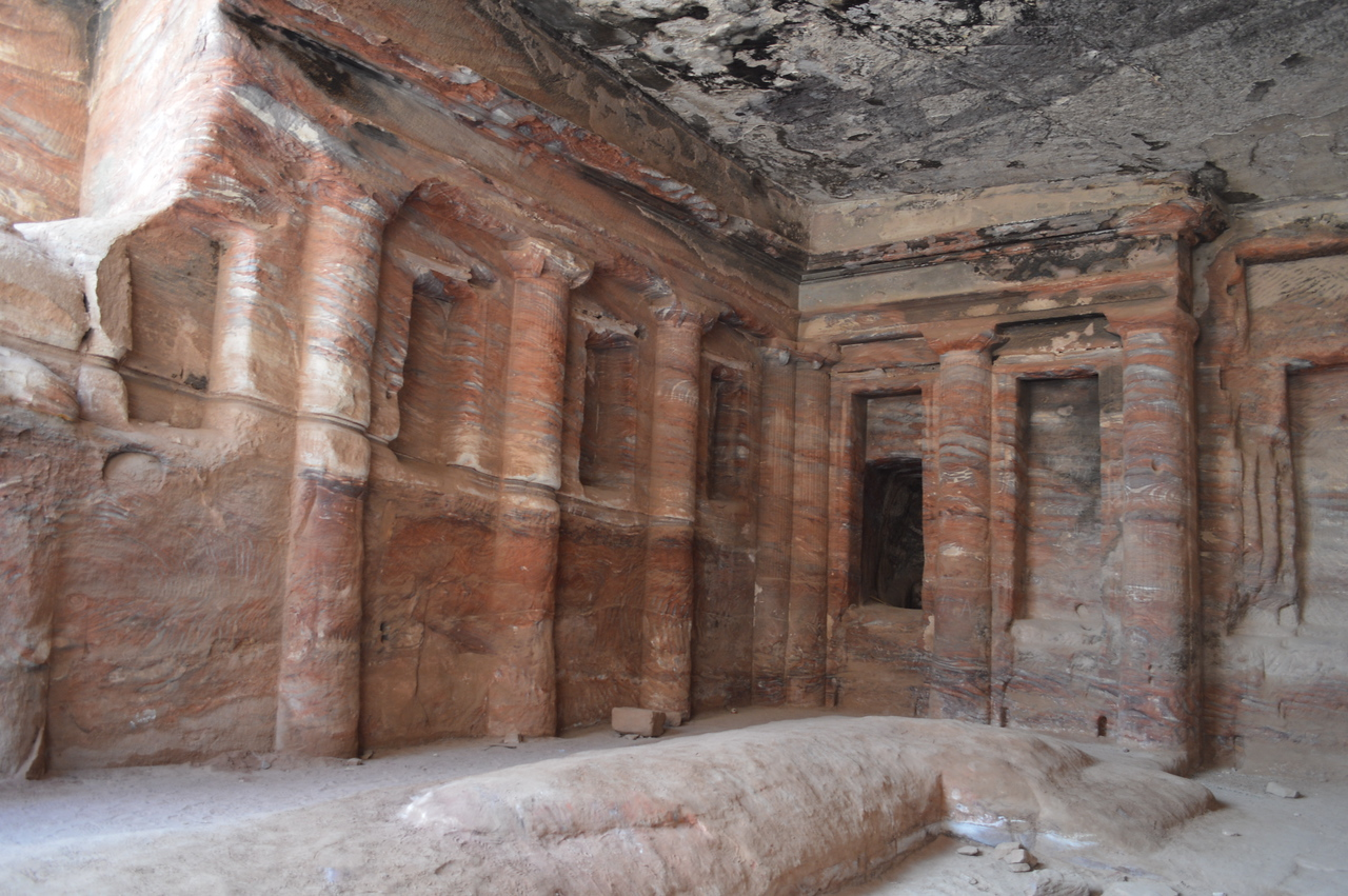 20094_Petra_The Colored Triclinium