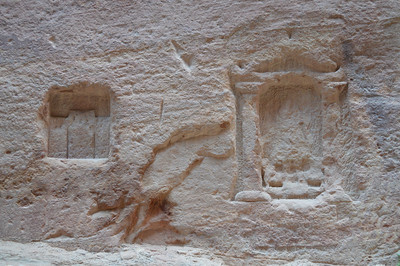 0286_Petra_Siq Niches