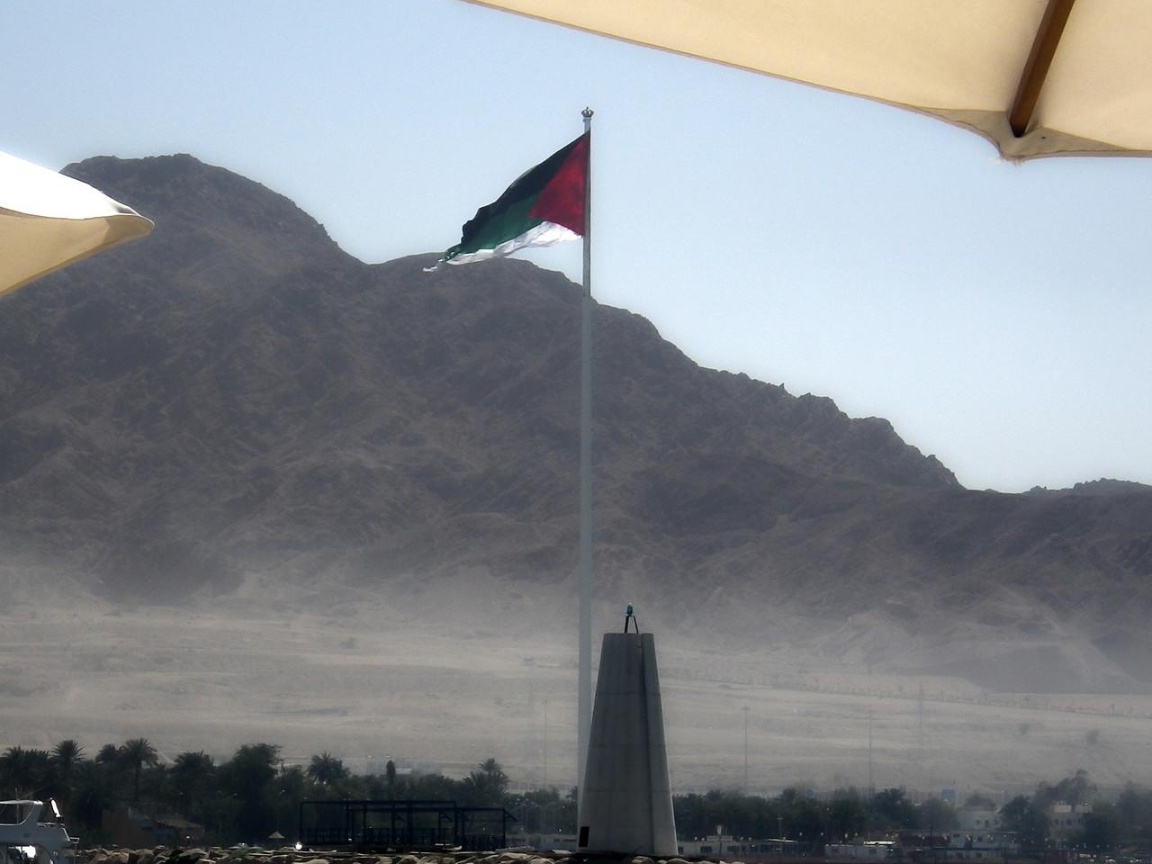 Världens näst högsta flaggstång, Aquaba:s flagga