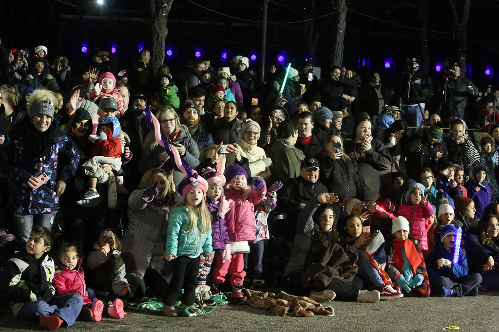 . Crowd at City Hall watches Lowell City of Lights parade. (SUN/Julia Malakie)