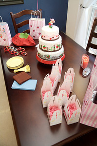 Favors and cake.