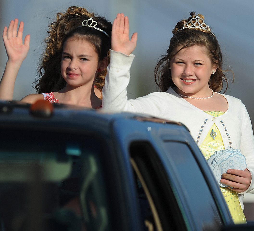 The Mauldin Christmas Parade excites the crowd that lined Butler Road in Mauldin.<br /> GWINN DAVIS PHOTOS<br /> gwinndavisphotos.com (website)<br /> (864) 915-0411 (cell)<br /> gwinndavis@gmail.com  (e-mail) <br /> Gwinn Davis (FaceBook)