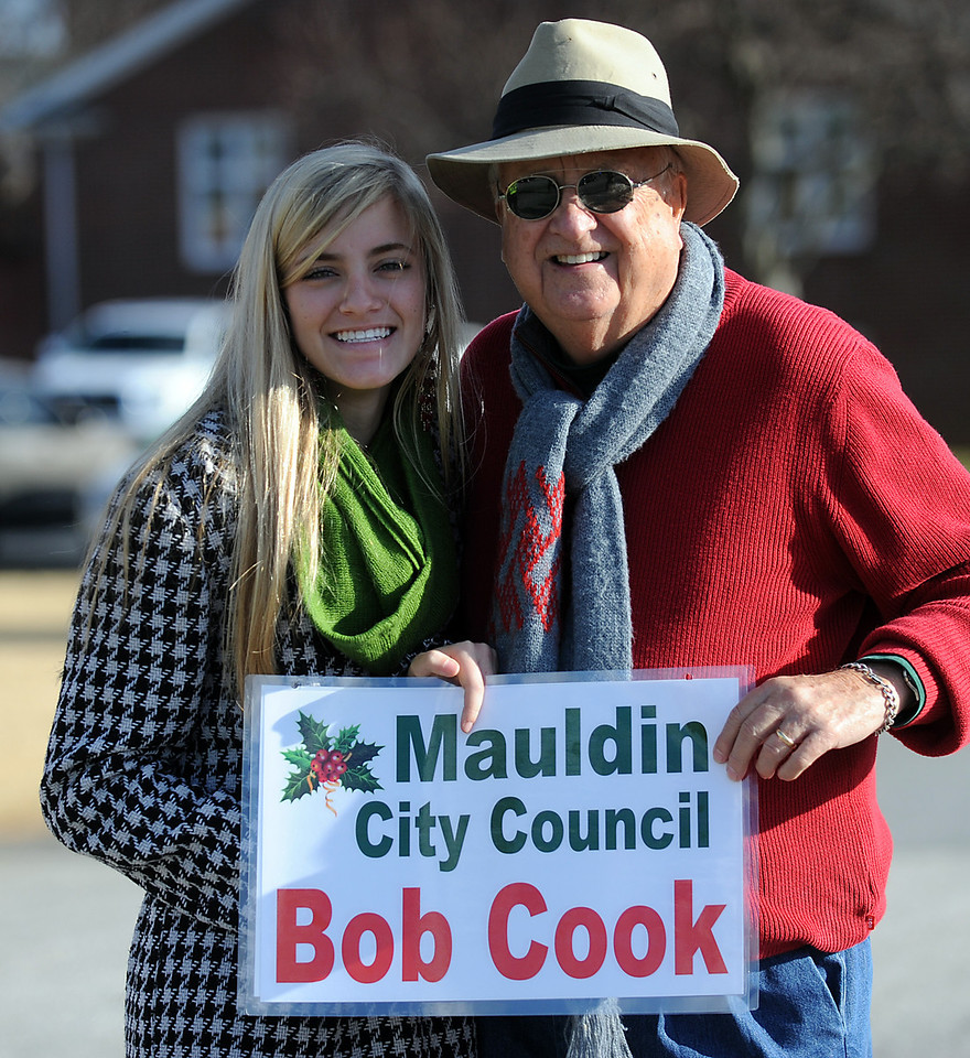 Great seeing friends at the Mauldin Parade today!! Gwinn_<br /> The Mauldin Christmas Parade excites the crowd that lined Butler Road in Mauldin.<br /> GWINN DAVIS PHOTOS<br /> gwinndavisphotos.com (website)<br /> (864) 915-0411 (cell)<br /> gwinndavis@gmail.com  (e-mail) <br /> Gwinn Davis (FaceBook)<br /> <br /> Gwinn Davis (FaceBook)