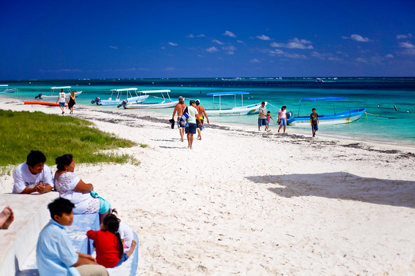 Family day at the beach. Puerto Morales. Mayan Riviera 2010