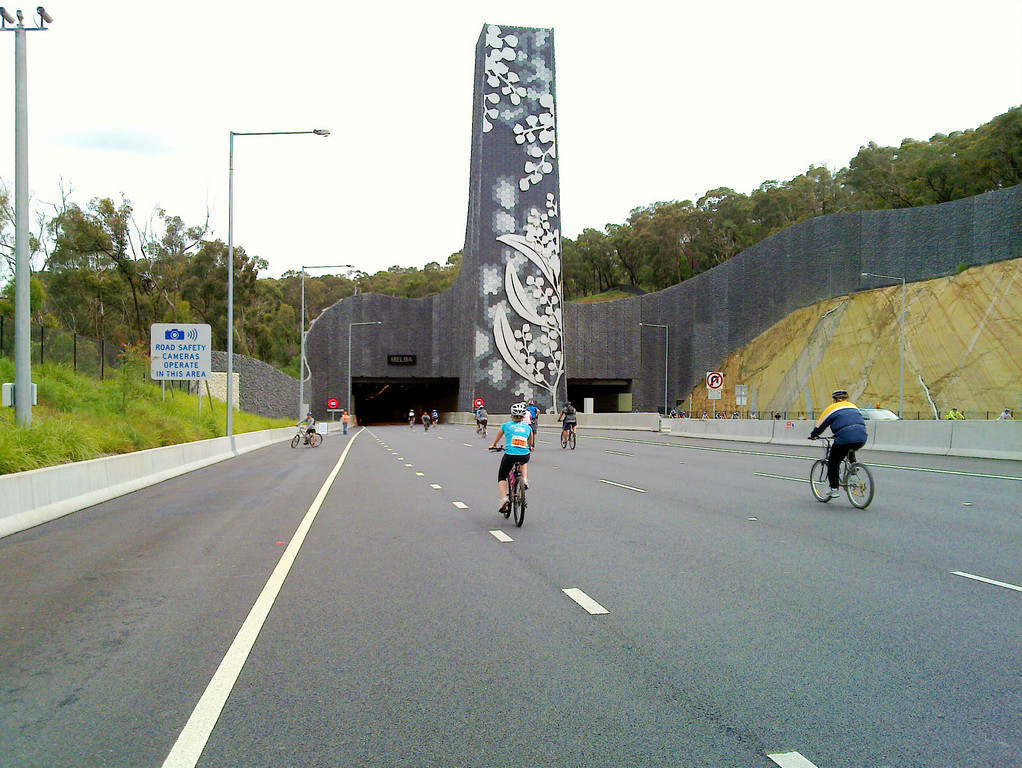 20101114_017 EastLink 'Ride Home' Entering the Melba tunnel (the circuit also went through the Mullum Mullum tunnel coming the other way).