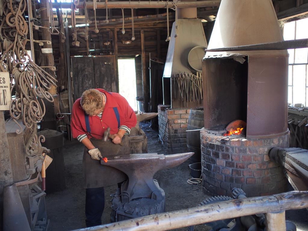 20131230_1020_1429 blacksmith (Sovereign Hill, Ballarat)