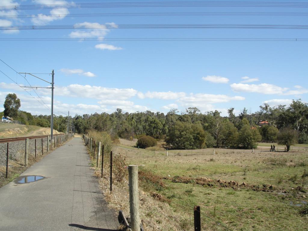 20060325_1512_0191 Diamond Creek bicycle trail. Next to the railway line between Eltham and Diamond Creek.