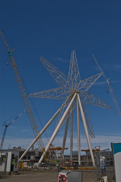20071110_1046 ferris wheel under construction at Melbourne Docklands