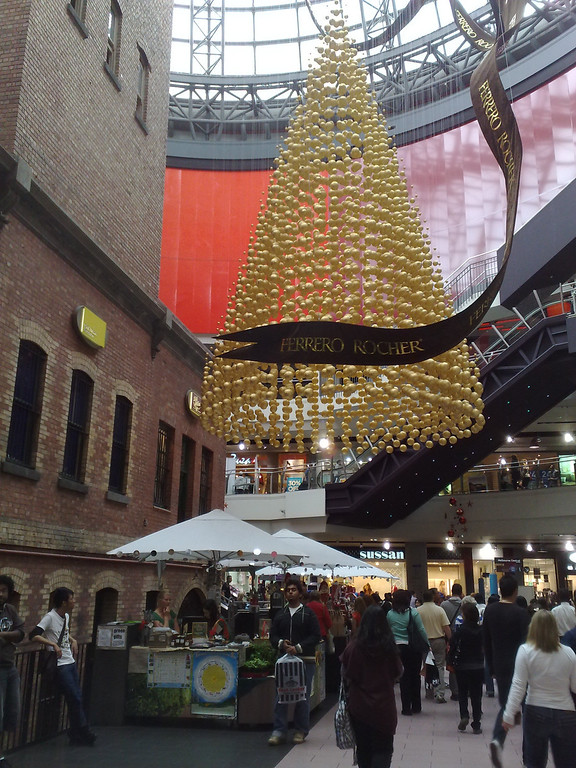 20081217_257 Melbourne Central Shopping Centre. Ferrero Rocher Christmas Tree