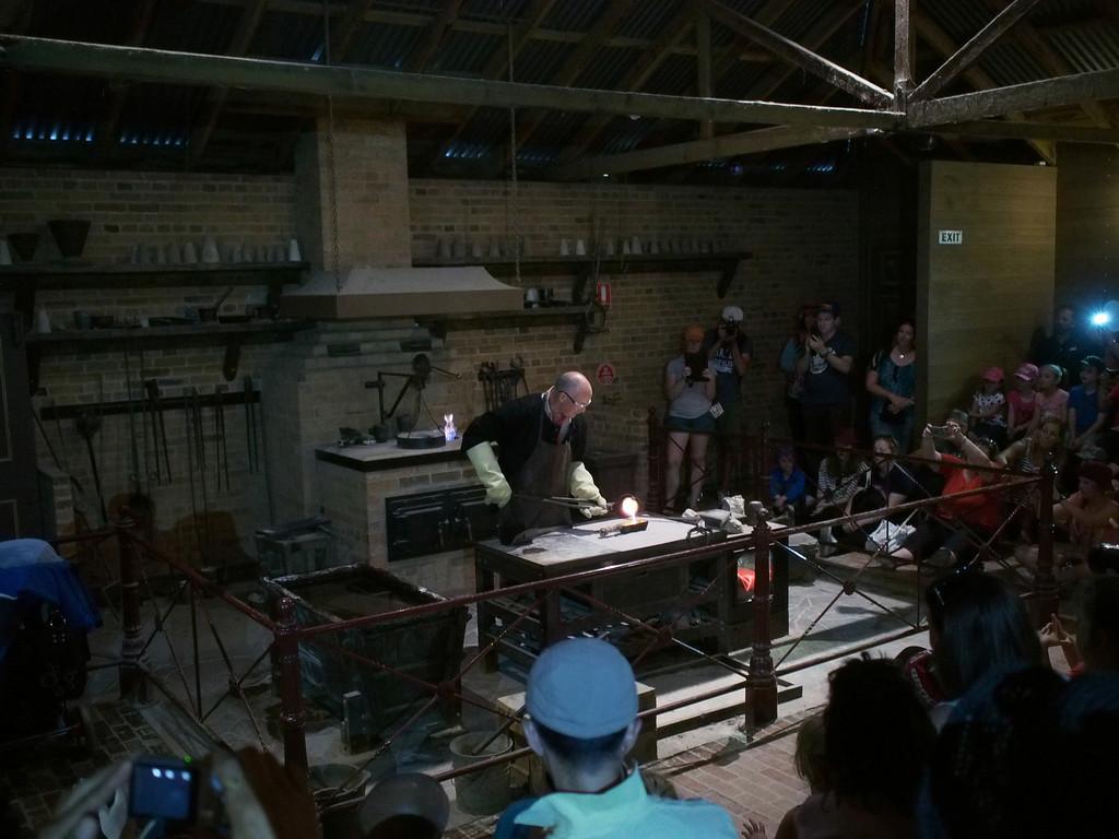 20131230_1439_1522 pouring gold (Sovereign Hill, Ballarat)