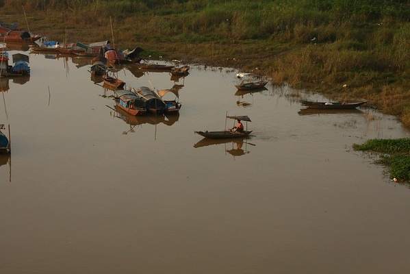 Floating village where people live.
