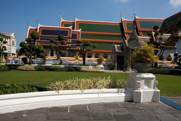 Buildings near the temple complex at the Grand Palace.
