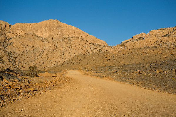 The final destination for today was Jebel Shams. In order to get there you'll come upon some unpaved roads but I've seen 2 WD cars that did it.