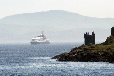 20100605 - 14 Cruise ship coming up Firth of Lorn below Duart Castle - Img_2389