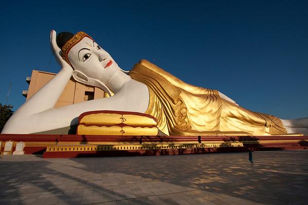 Reclining Buddha in Bodhi Tataung Complex, 90m long.