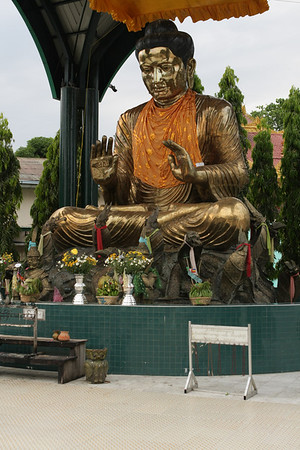 Buddha in Botahtaung complex.