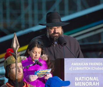 Perel Kimelman (Chicago IL) reads her prize winning essay, with Rabbi Levi Shemtov.