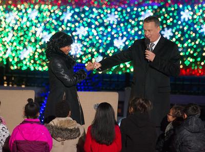 Mo'ne Davis fist pumps Tom Hanks