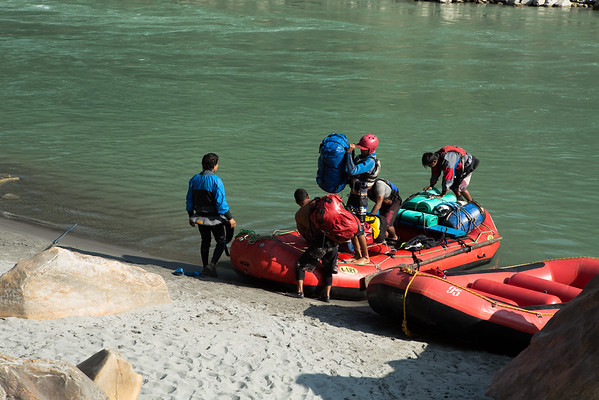 We went on a 3 days white water rafting on Kali Gandaki river. During the night we were camping next to the river and departing again in the morning.