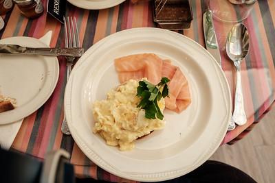 Scrambled eggs, Salmon on muffin