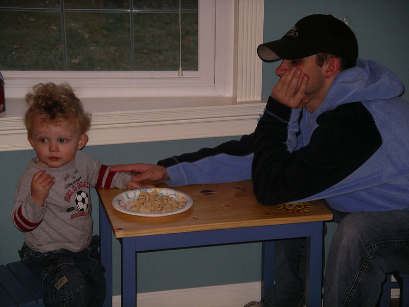 Na, Na, I have my own table, right dad?