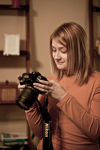 Meghan checks her photo