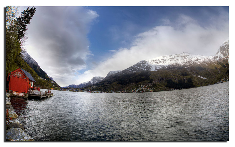 The town of Odda in Sørfjorden looking south.
