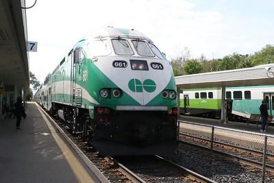 Toronto bound train entering Port Credit. West bound train in the far platform.