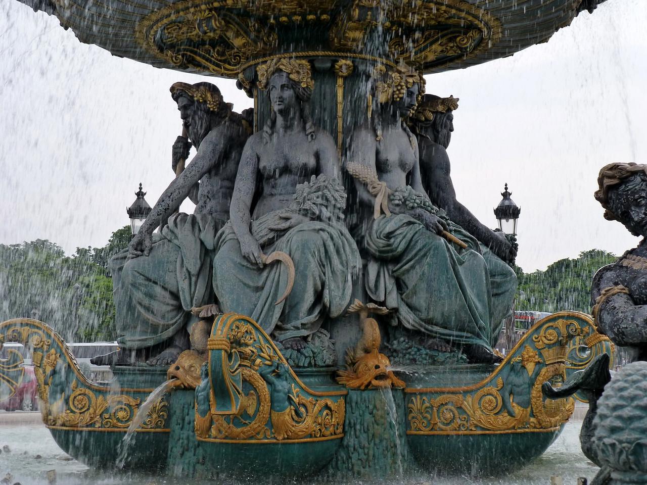 Boobs fountaine at Place de la Concorde