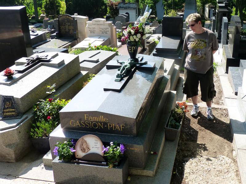 Edith Piaff RIP at Père-Lachaise