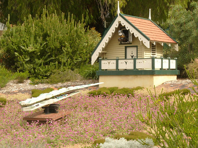 20060426_2089 The Wittenoom floral clock in the King's Park, Perth. Built 1962.