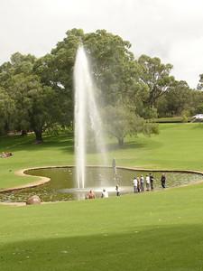 20060426_2109 Fountain in the Botanical Gardens, Perth.