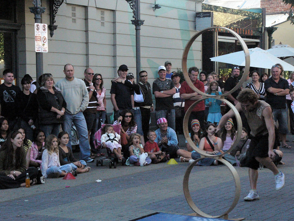 20060422_1843 Street performer at the Fremantle market