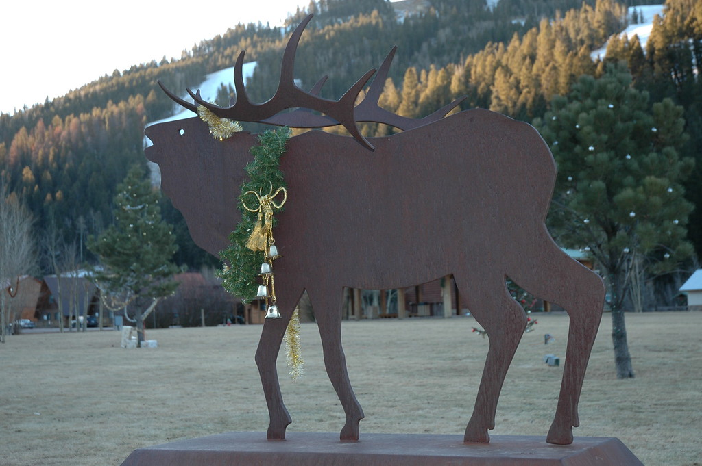 An elk statue in the main park of Red River.