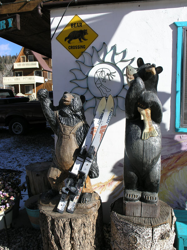 A rather cute pair of wood carvings in Red River.
