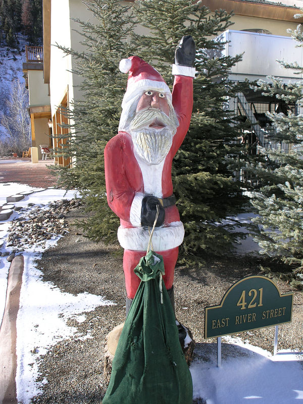 A Christmas display in front of a Red River condo.