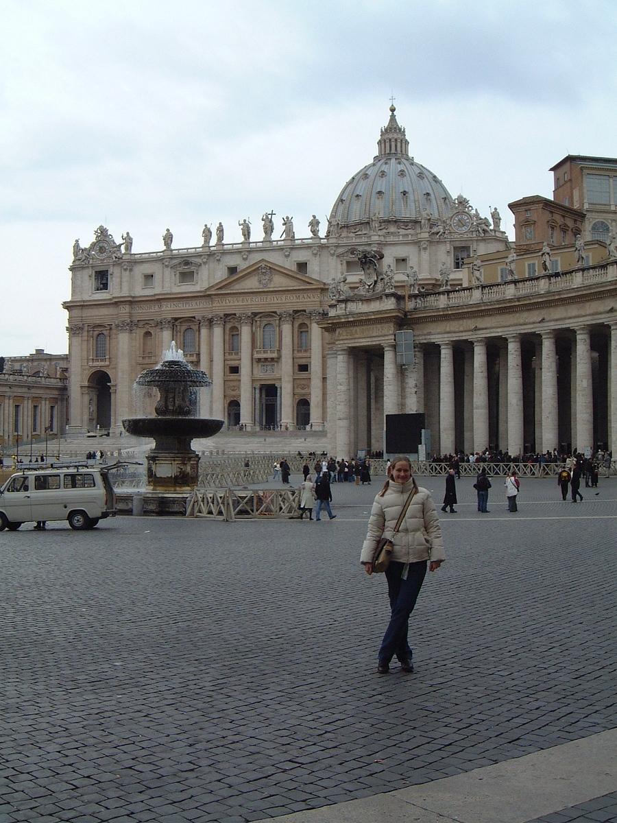 001 Sarah at St Peters Piazza