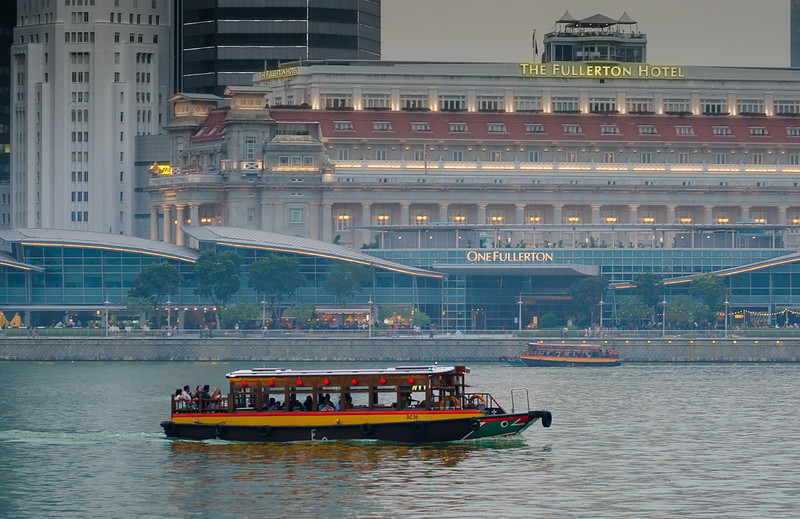 Boat rides in boat quay.