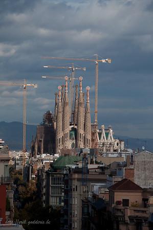 """De onconventioneelste kerk van Europa """" SAGRADA FAMILIA"""" door Gaudi."""