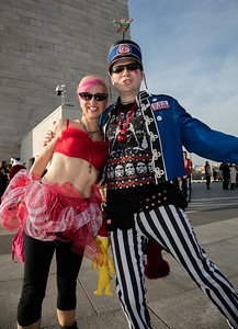 Kristin Pepemontt and Fred Simonton from DC in the shadow of the Washington Monument