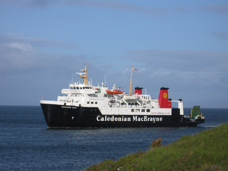 HEBRIDEAN ISLES arriving at Colonsay.