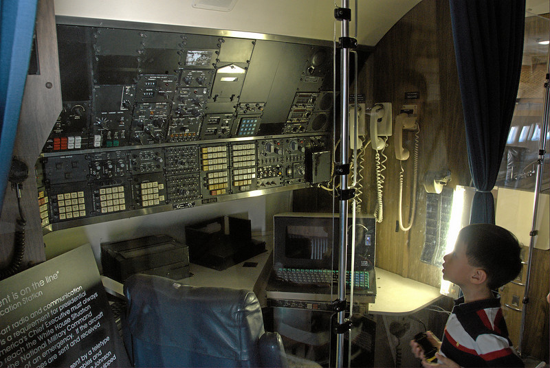 Air Force One, communications desk