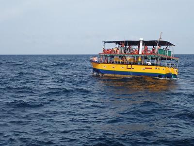 Sri Lanka - Mirissa - Whale Watching - Another Boat