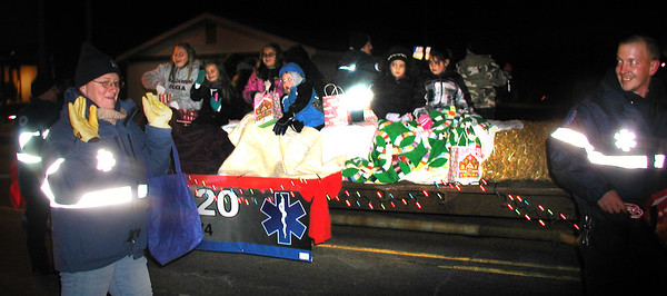 Diane Raver | The Herald-Tribune<br /> Sunman Area Life Squad members travel along the parade route.