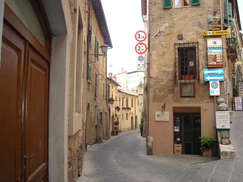 BACK STREETS IN MONTEPULCIANO