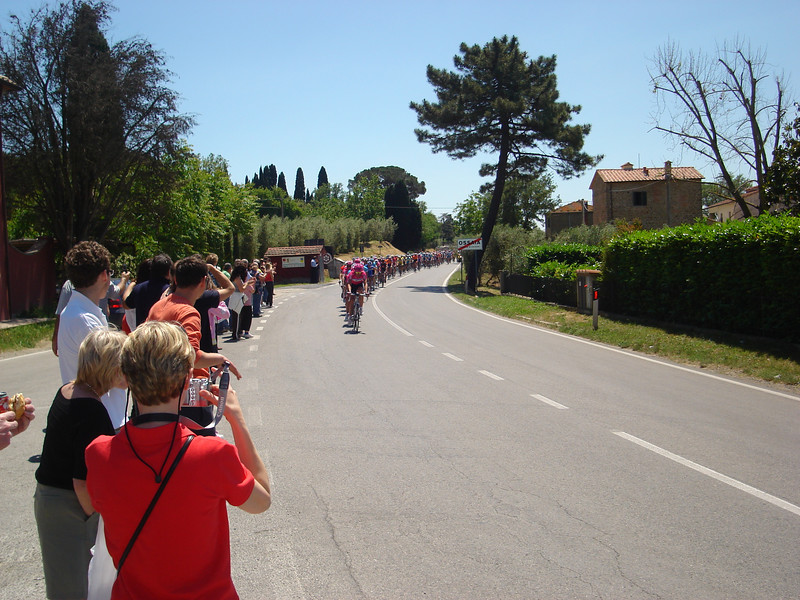 CYCLE RACE THROUGH OSSAIA